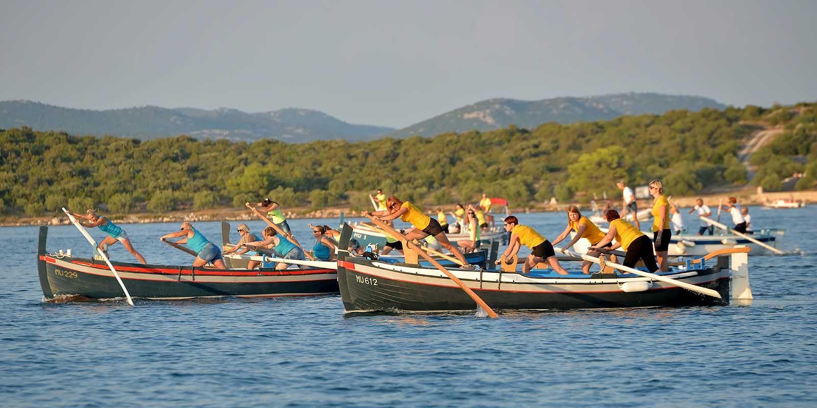 Women's rowing regatta